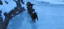 På ski opp Zanskar-elven i Indisk Himalaya